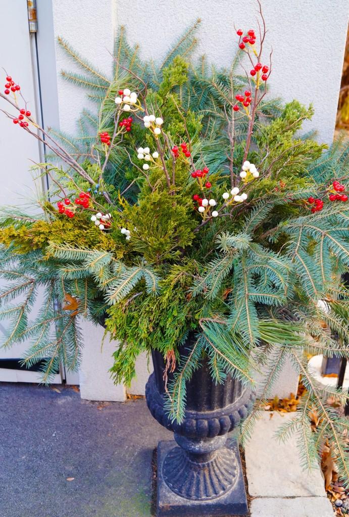 christmas urn - garage